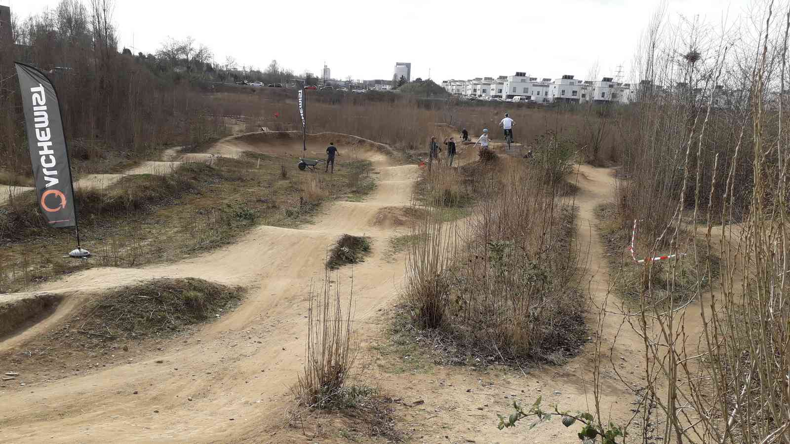 Dirtpark Düsseldorf, Dirtjumps, Pumptrack, MTB-Offroad & Radcross
