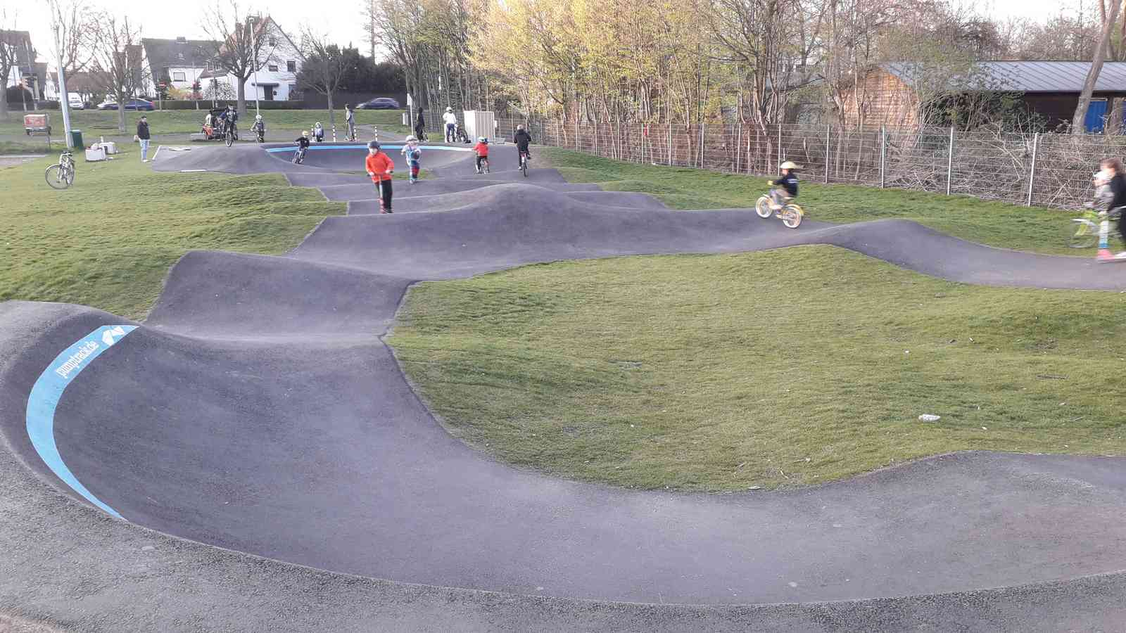 spotcheck: Pumptrack Düsseldorf, Asphalt-Pumptracks in Nordrhein-Westfalen