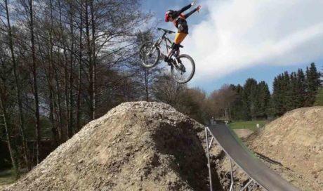 Dirtpark Kierspe | eMTB-Park Mountainbikekicker Tricksprung Pumptrack Hersteller
